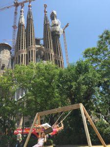Balançoire devant la Sagrada Familia