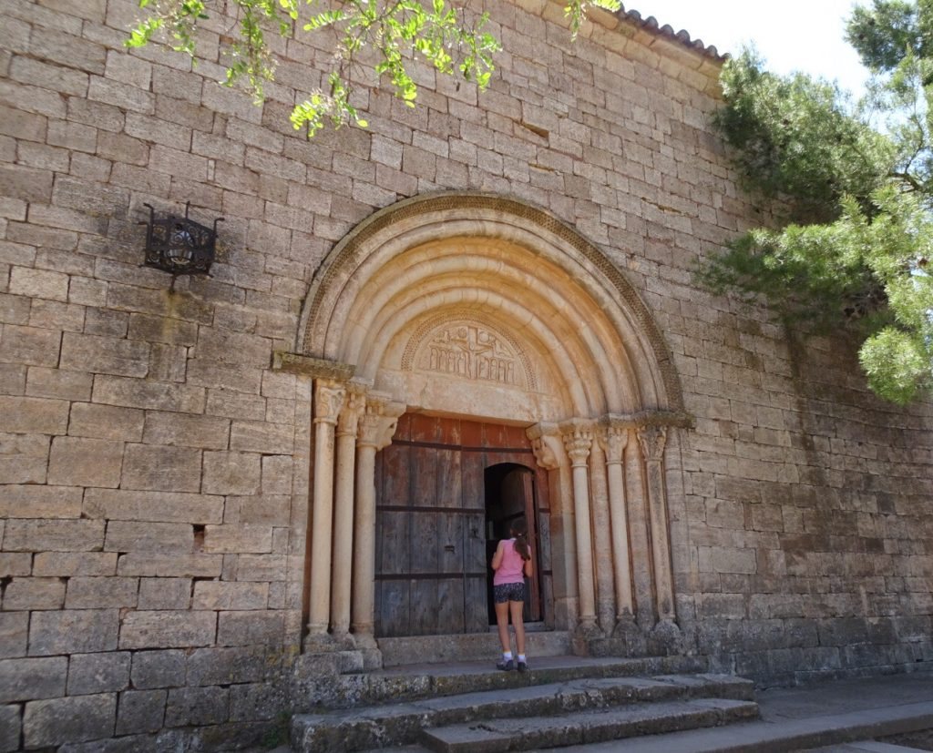 Vers l'église de Siurana