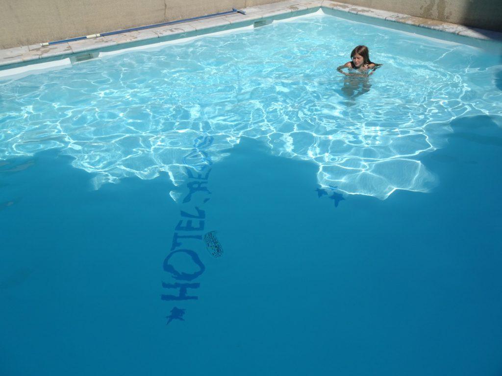 Aveyron en famille piscine