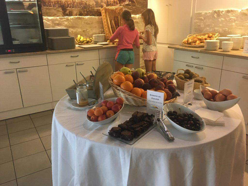 Domaine Saint Estève Aveyron en famille Buffet petit déjeuner