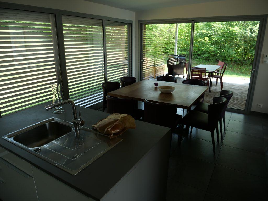 Aveyron en famille -Villas de Labro la salle à manger