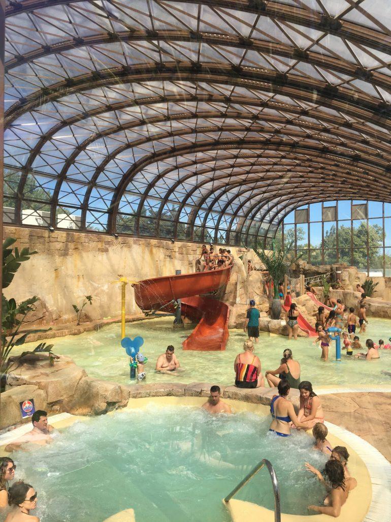 Camping l'Hippocampe : piscine couverte familiale